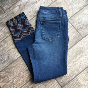 Versona | Embroidered Jeans